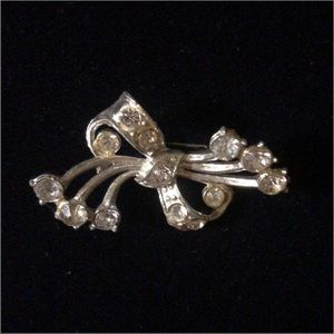 Jewelry - Silver toned clear rhinestone Art Deco Brooch